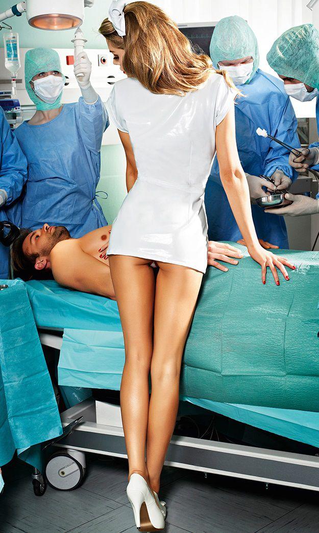 ездили туда девушка обнаженная форме врача это