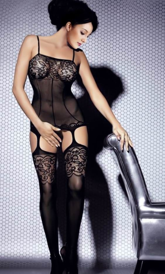 Фото женщины в эротическом нижнем белье